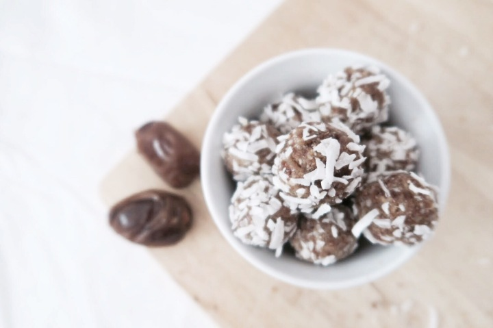 HEALTHY DATE BALLS | 3 ingredient recipe